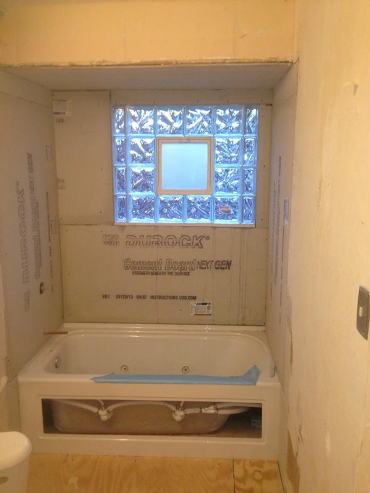 tub in bathroom.jpg