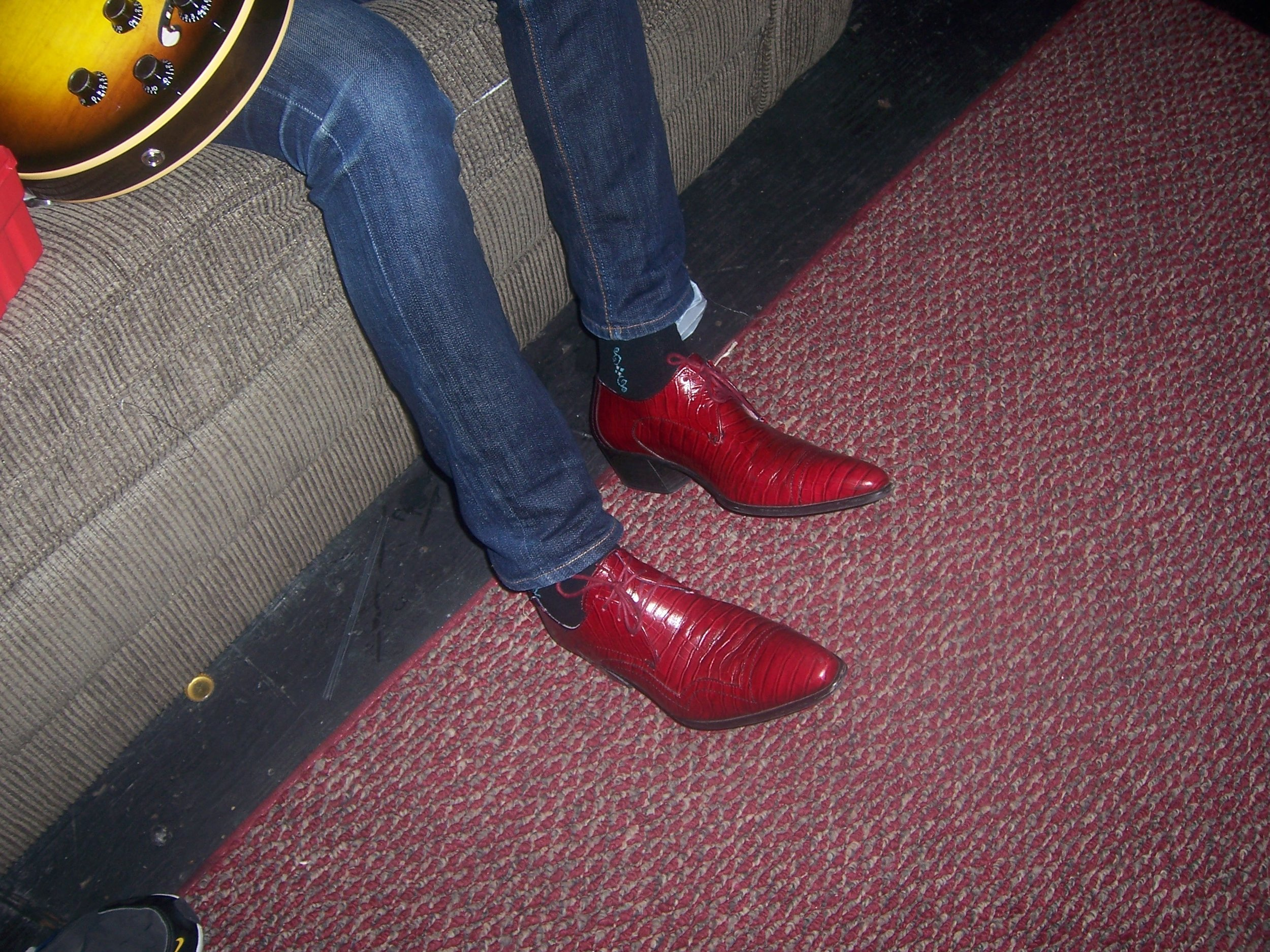 Alejandro Escovedo has the best shoes!