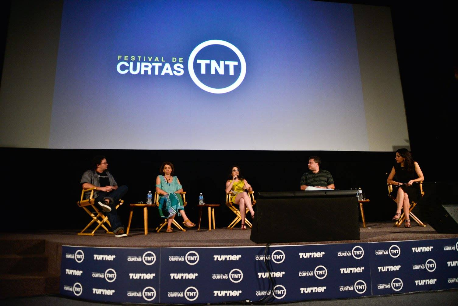 O palco do cinema é perfeito para debates. Foto de Marcia Tavares.