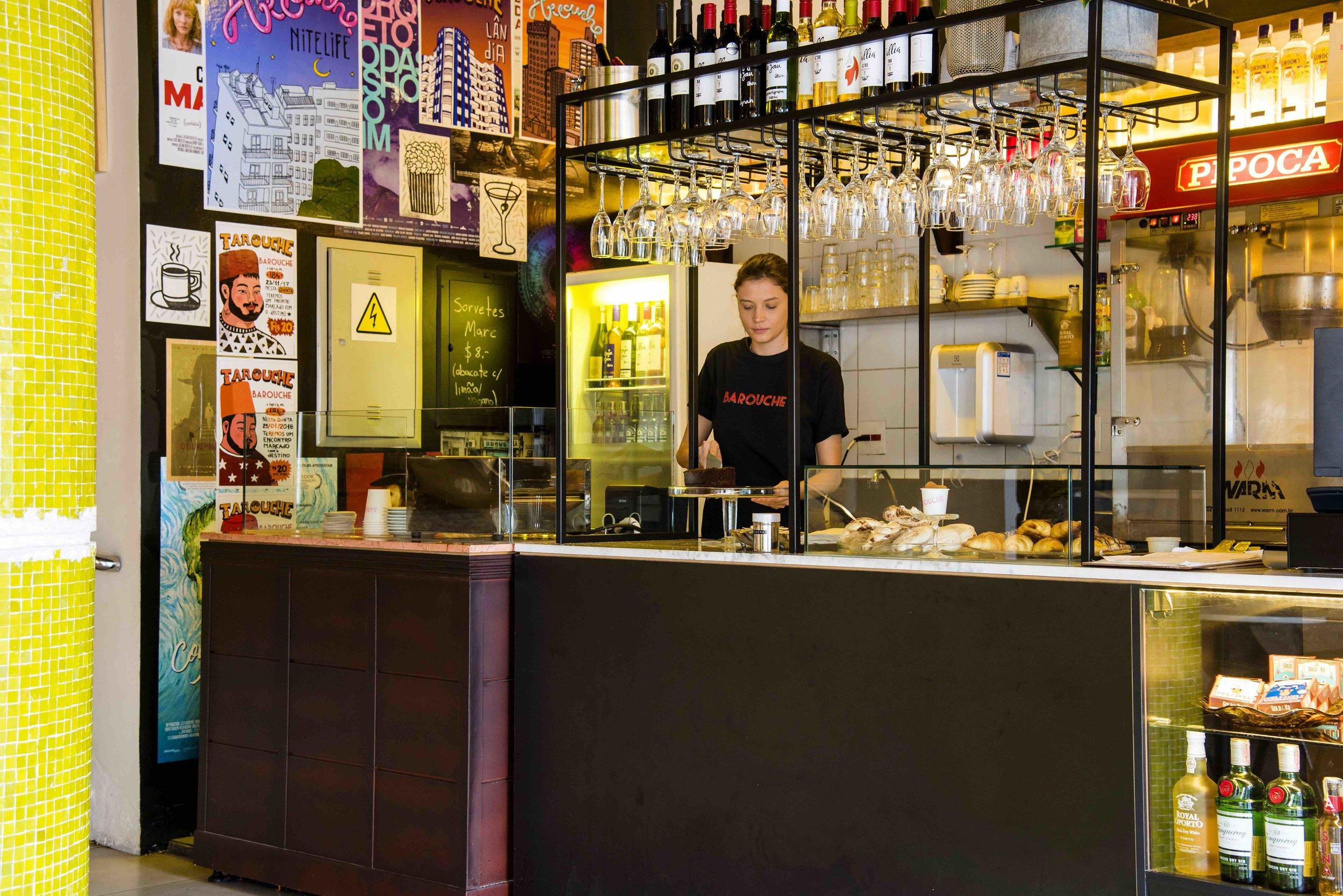 Barouche, bar instalado dentro do cinema.  Foto de Ligia Skowronski.