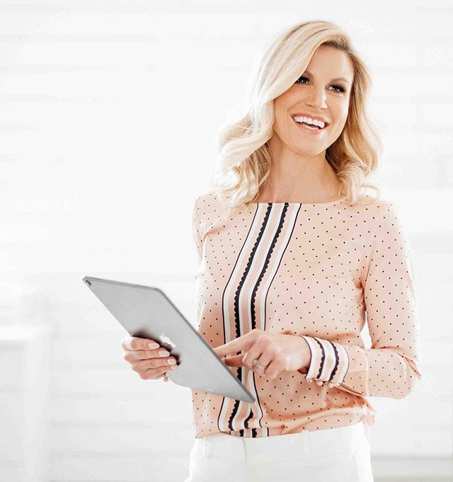What is Personal Branding photography? It's a mixture of:  1. How you want to be seen 2. What you do + how you do it 3. What you stand for  I love this photo of Fiona for her real estate brand.  Professional, approachable and polished. 🌸 When was the last time you loved a photo of yourself? I'd love to hear more about you! 🌸  Email us for availability: info@delmorephotography.com 🌸 Hair + Make-up by: @mouammak @elysianbeautybarinc