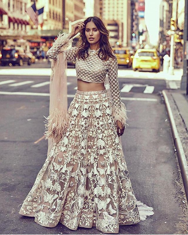 Breathtaking gown with a modern Indian twist 😍| Falguni Shane Peacock India ・・・ Model: @ujjwalaraut Designer: @falgunishanepeacockindia  Styling: @chandnisareen  Photography: @vikrampathak  #NewYork #NYC #FalguniShanePeacock #IndianWear #details #TheNewModernBride