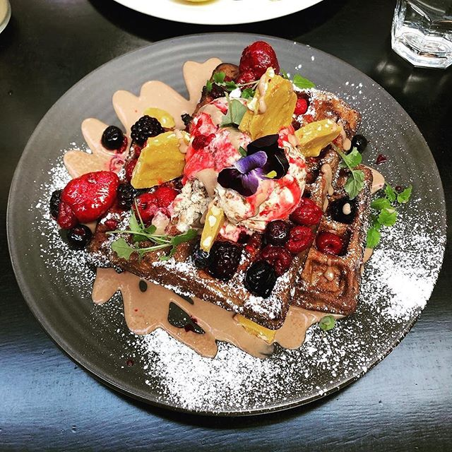BIG waffle energy? 💯 Yes please. Get your brunch on with a massive bite of our Choc & PB waffles, topped with a dollop of Nutella ice cream, drizzling of choc sauce, peanut brittle & macerated berries. #HobbaRegram: @deniseii 🍫 🥜 🍓