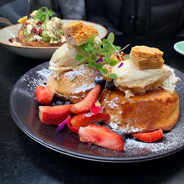 Nothing hotter to help defrost the last bout of Melbourne chill than our Hobba Hotcakes. 🥞 Get a lick of this saucy stack! 🥄🍓 Image cred : @thefuerstbite 🔥