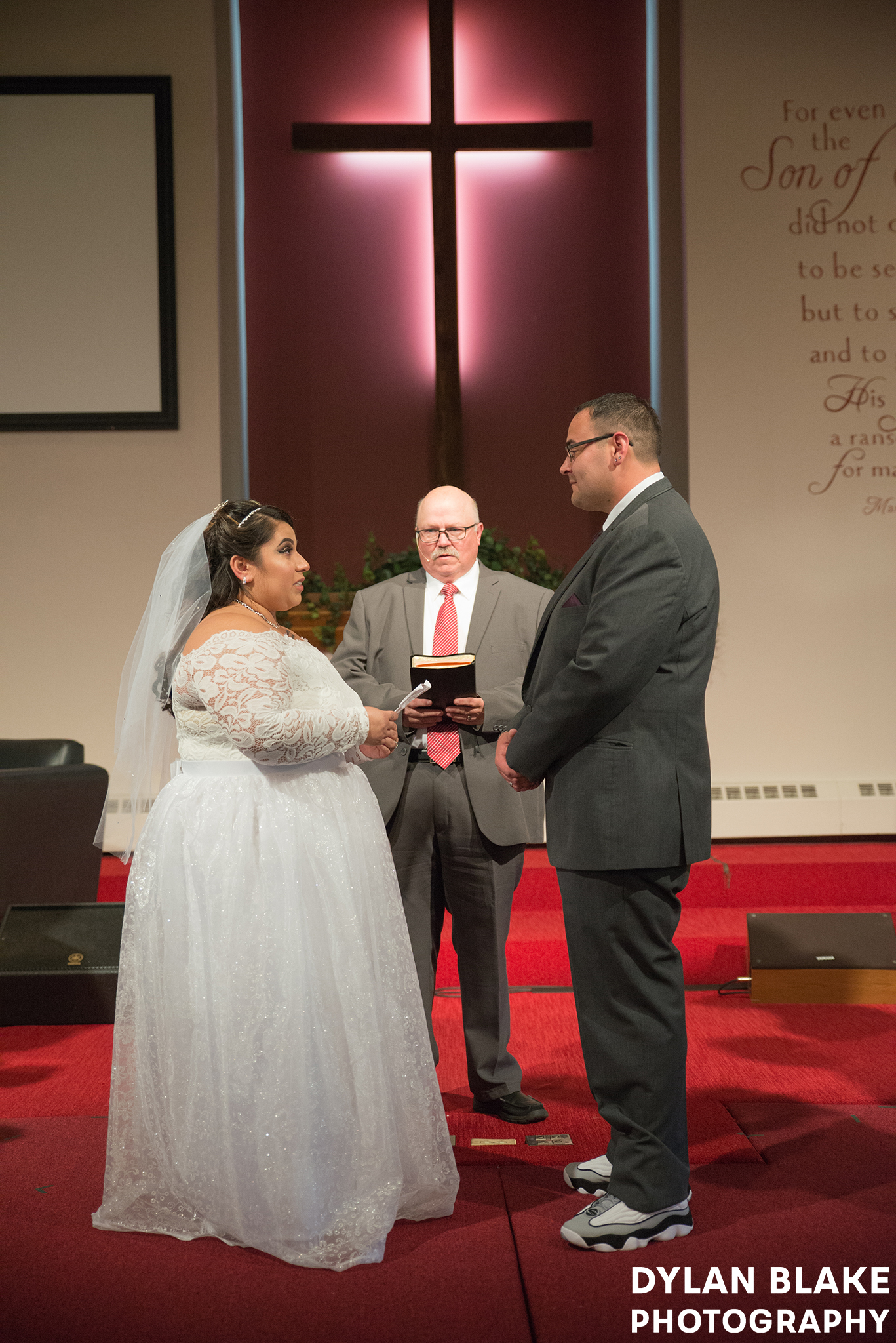 1-wedding-ceremony-fox-valley-baptist-church-east-dundee-05.jpg