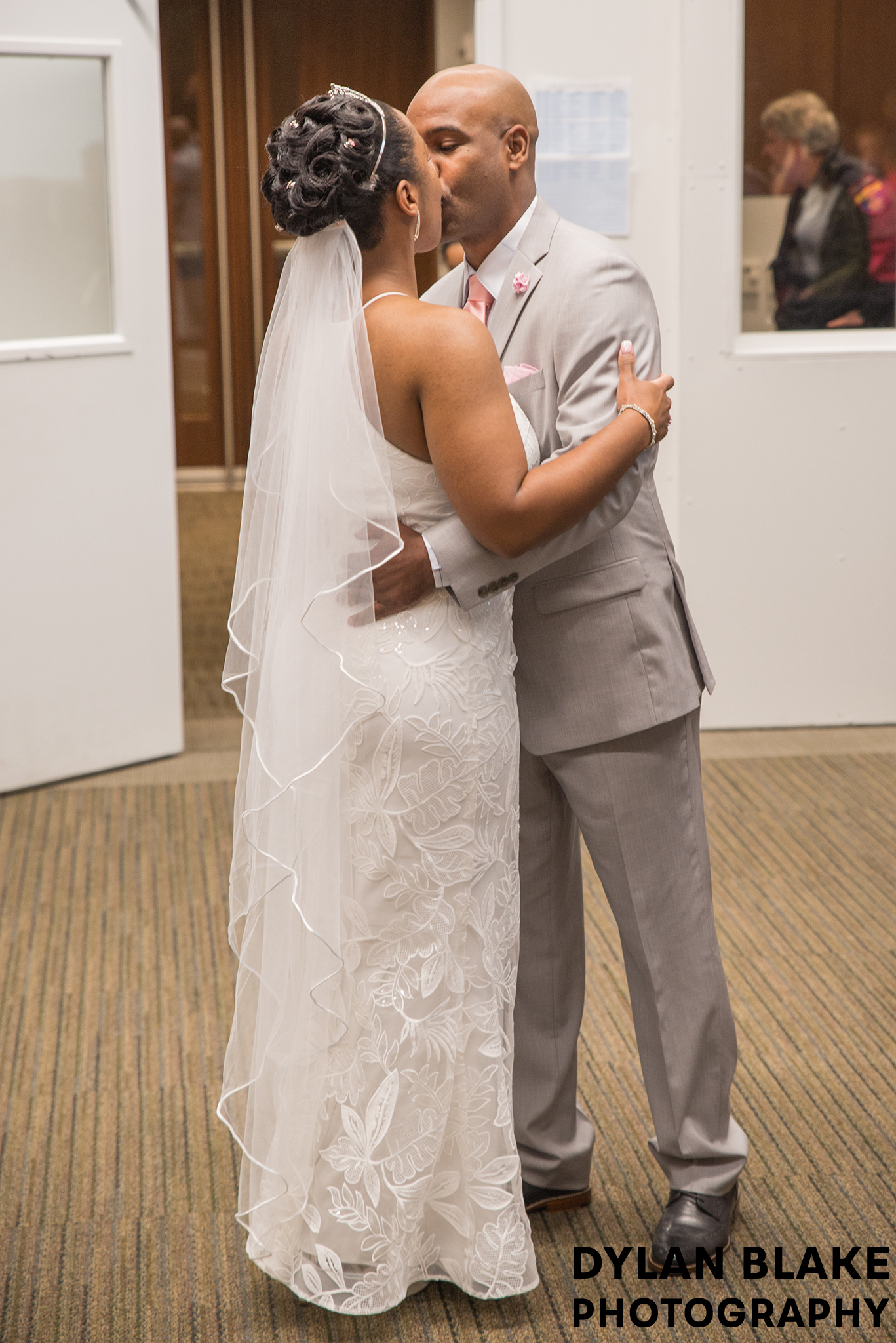 2-lake-county-il-courthouse-wedding-ceremony-03.jpg