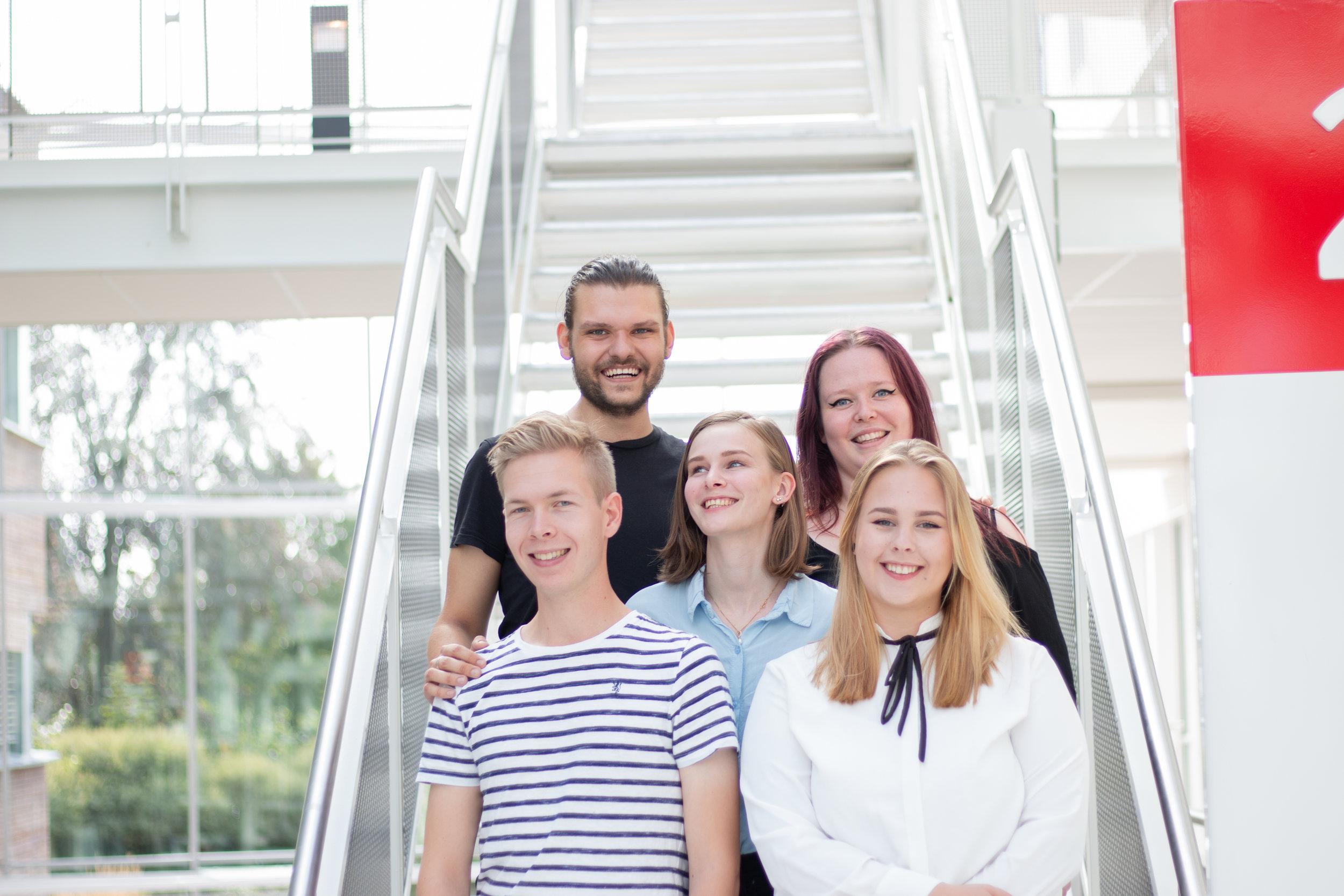 Velkommen til oss! Robert Vilimas, Jane Martinsen, Anders Moen Kaste, Ingeborg Sanna, Eilén Irene Holt og Sandra Jensen er Viadukt-teamet!