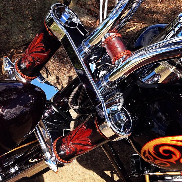 #BTS Close up of the stunning Harley Davidson we used for my latest shoot in Melbourne!  I am an International fashion stylist from London on tour - coming to a town or city near you SOON!  #australia #usa #europe  For bookings or enquiries contact: info@johawtree.com or PM me!  #menswearstylist #bandstylist #artdirector #costumedesigner #fashiondesigner #fashionstylist  #au #london #bikergang #bikerchick #biker #harleydavidson #fashion #men #menstyle #menswear #menswearstylist #menswearmag #malemodel #female #styling #stylist #metal