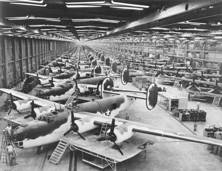 """B24-Liberator bombardıman uçakları. Adamlar o zamanlardan merak salmışlar bu """"özgürleştirme"""" işine."""