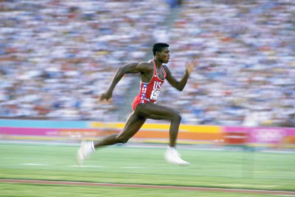 Carl Lewis - 9.86 saniyede tabakhaneye koşuyordu