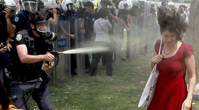 AKP'li trollere göre bu kırmızılıkadın da bir uydurmaydı. Algı yapmayın algı!