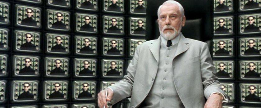 """""""3 bölüm beklediniz, ergo,  artık Matrix referansları şelale gibi akıyor""""."""