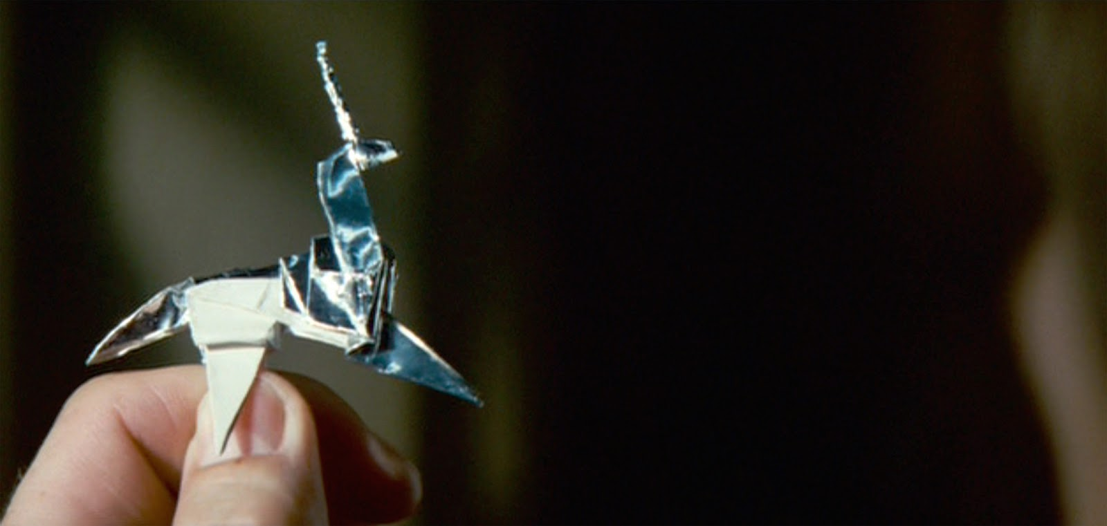 """Blade Runner'ın Director's Cut versiyonundaki meşhur sahne.Esrarengiz biçimde """"anlayan anladı"""" deyip gidiyorum."""