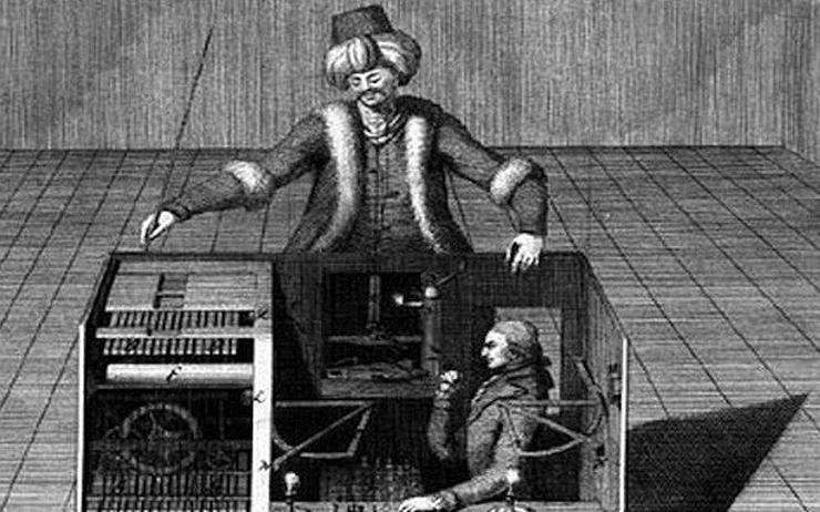 """Orijinal """"mekanik Türk"""", 18.yy'da yapılmış sahte bir satranç """"makinası"""". Türk kıyafetli, nargile için bir kukla, kutunun içindeki bir adam tarafından yönetilerek satranç oynuyor. Kutunun dışındakiler ise, bunu mekanik bir aksam sanıyorlar. Numaraları ortaya çıkmadan önce krallarla filan oynamışlar, bayağı meşhur olmuşlar."""