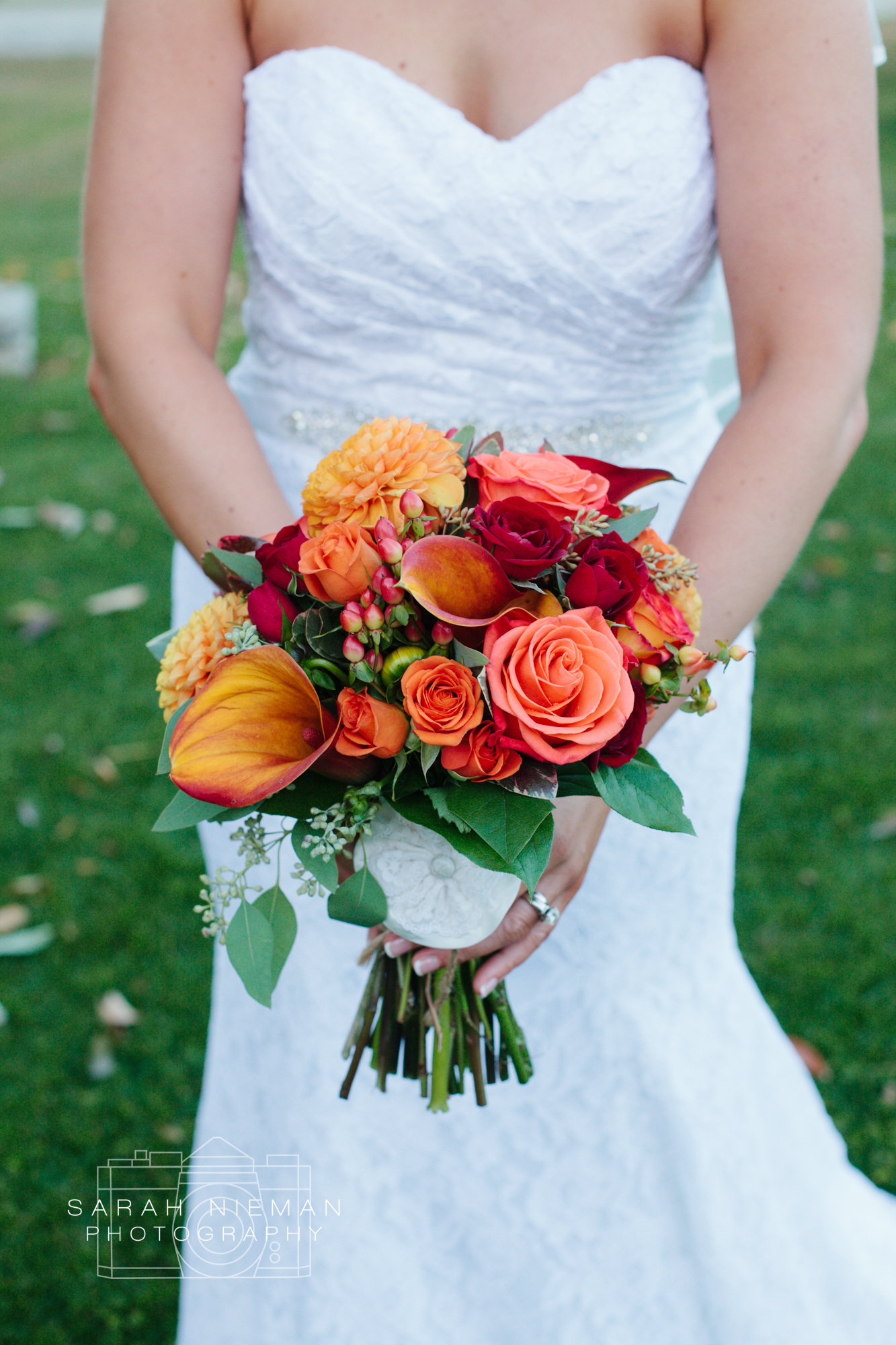 I couldn't get enough of these flowers, so much orange, such perfection! Perfect for an October wedding.