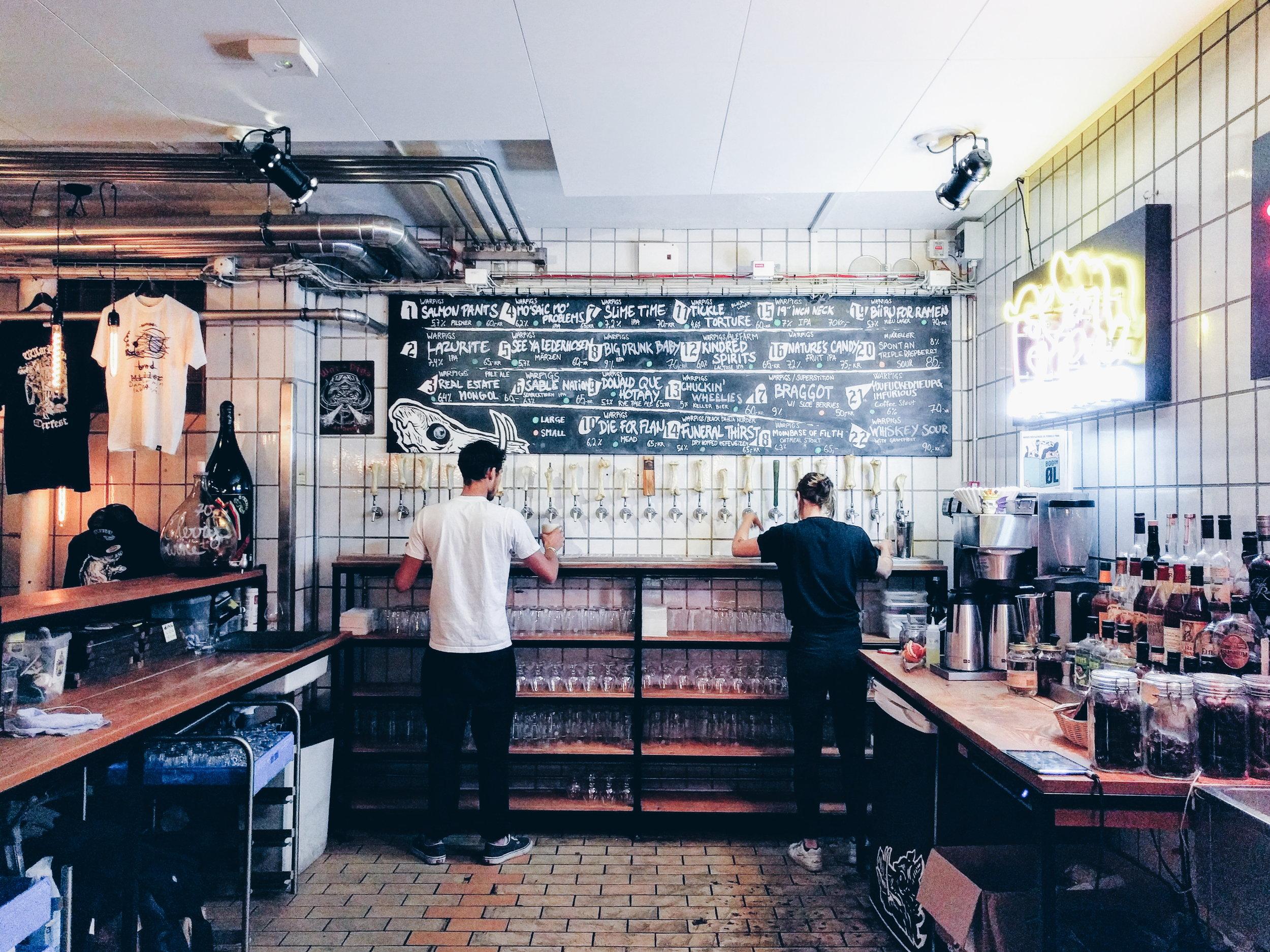 这里啤酒/鸡尾酒的价格和上海差不多,50 - 90 克朗的样子。尝到的都很新鲜。  肉也十分美味。