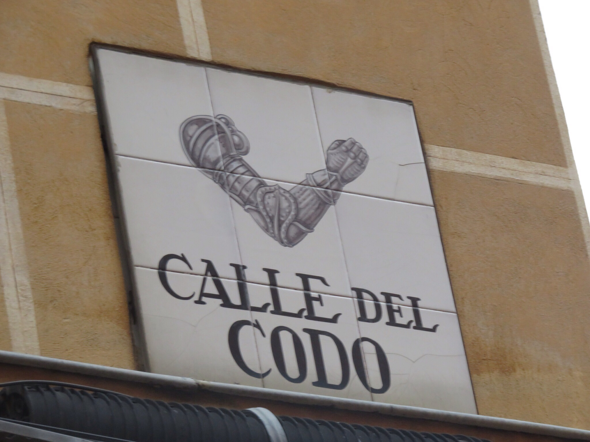 Most streets have old ceramic signs with a picture, for the illiterate or, in my case, those that don't read Spanish well! - this was the street where those that needed bits of armor would shop.
