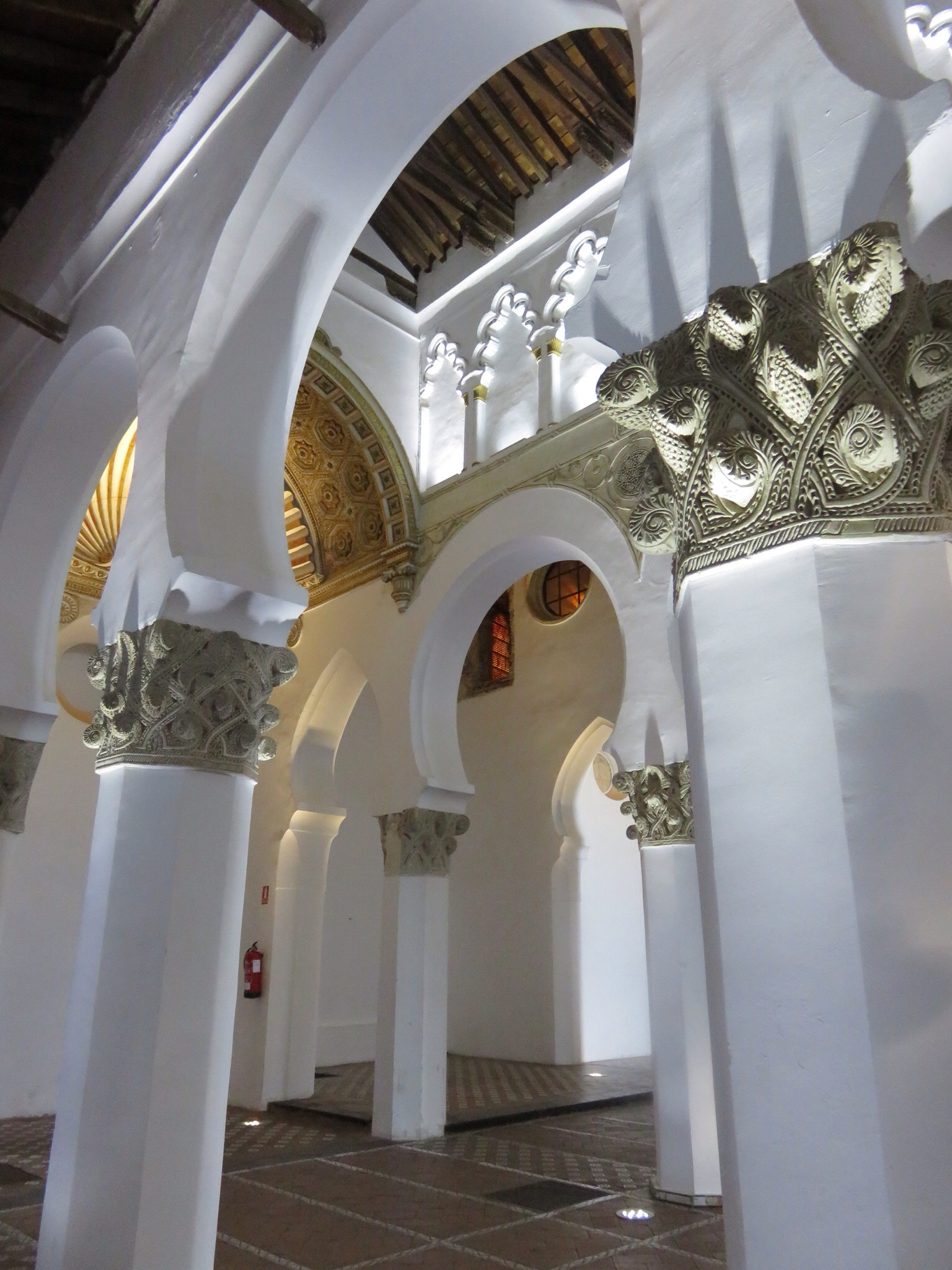 Synagogue de Santa Maria la Blanca, built by Muslim craftsmen around 1200, then became a church in 1492 -- later used as horse stables by Napoleon's troops.