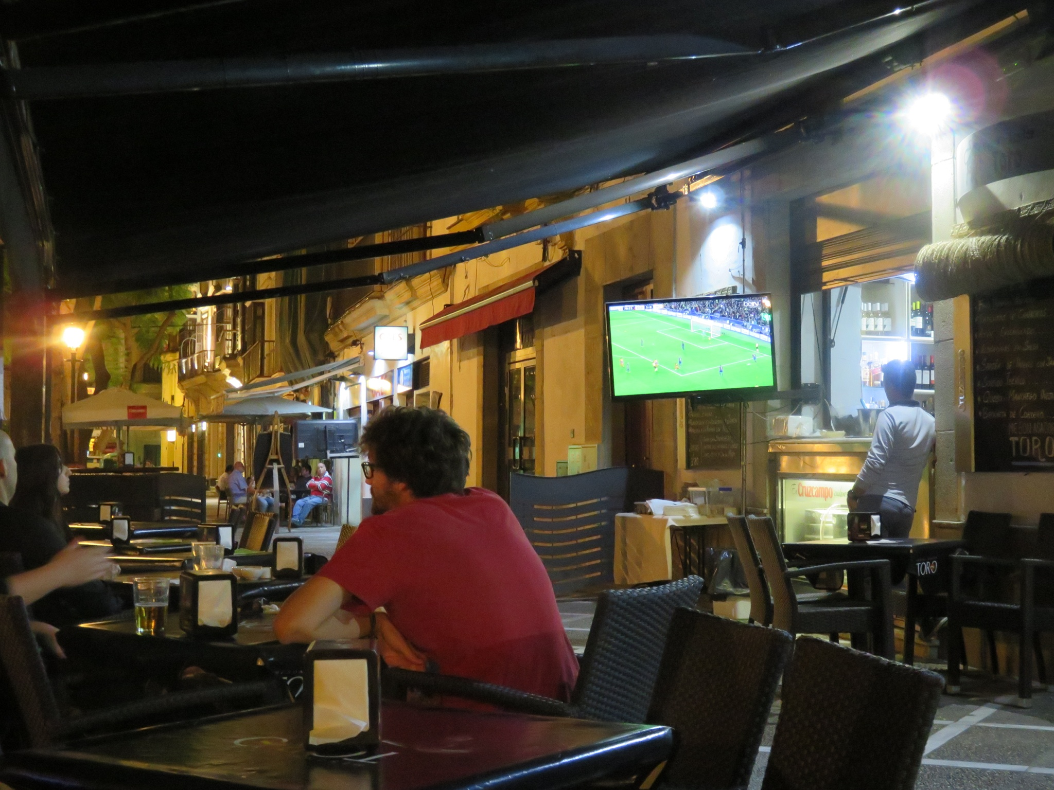 Great end of the day, sipping cerveza and watching the futbol game (Barcelona Vs Manchester) at a tavern terrace