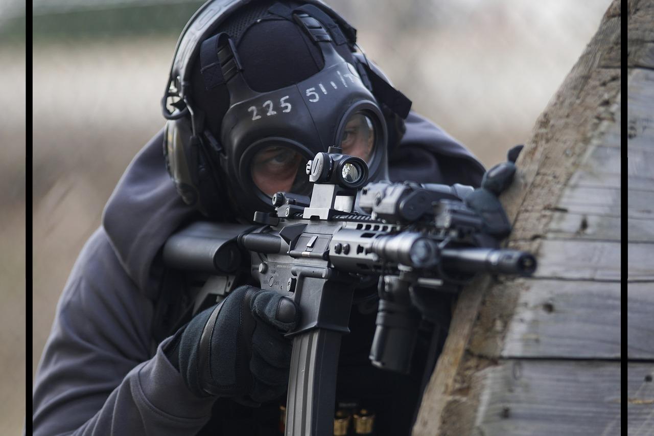Soldier with machine gun.jpg