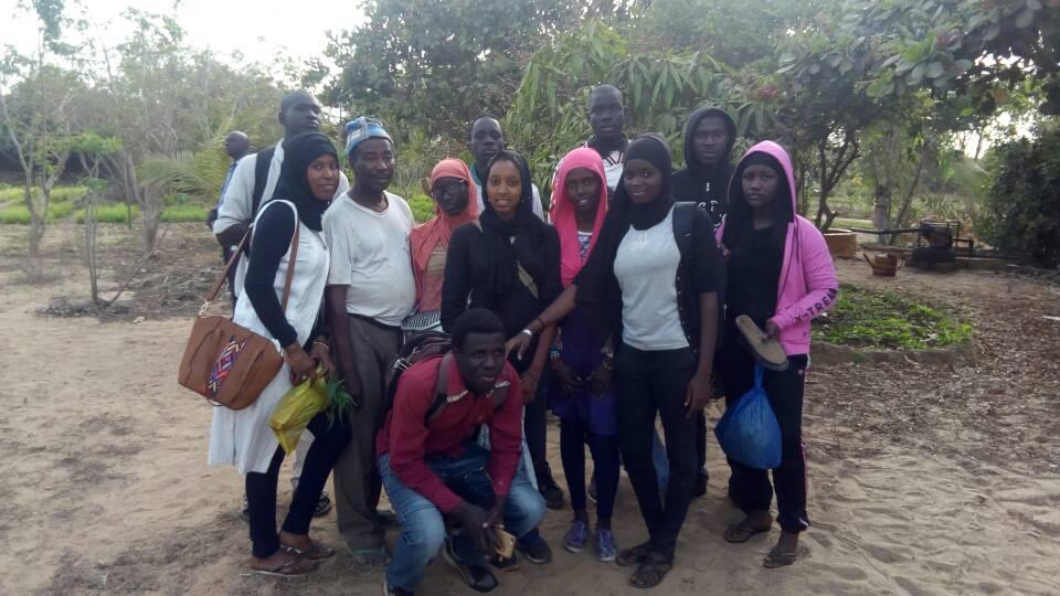 Des membres du Club Environnement du Lycée Sergent Malamine Camara