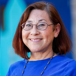 Arlette Lucero, Maestra de Artes