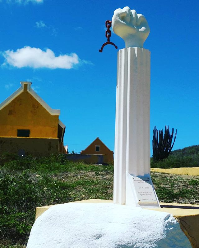 1795 Slave Revolt monument at Landhuis (plantation) Knip (Kenepa). . #knip #landhuisknip #landhuiskenepa #plantation #curacao_island #Curaçao#curacaoisland #RightNowInCuracao #kenepa