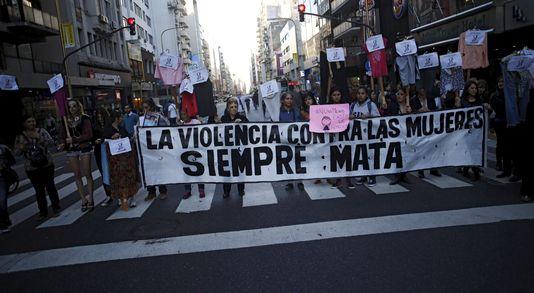 4648641_6_072e_manifestation-contre-les-violences-faites-aux_53ade7c81999bf5231d479a2a7ae9559 (1).jpg