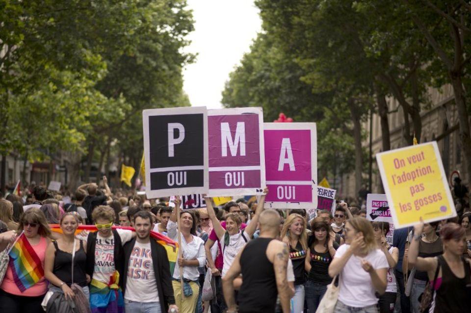 Manifestation en faveur de la PMA pendant la marche des fiertés LGBTQ le 29 juin 2013