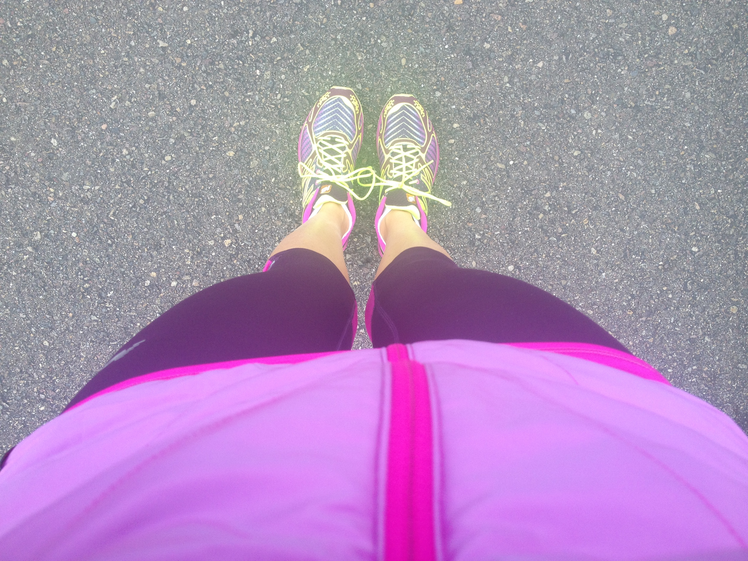 loving all the bright, reflective, glow in dark gear NB has this fall- lots of race ready/run safety looks