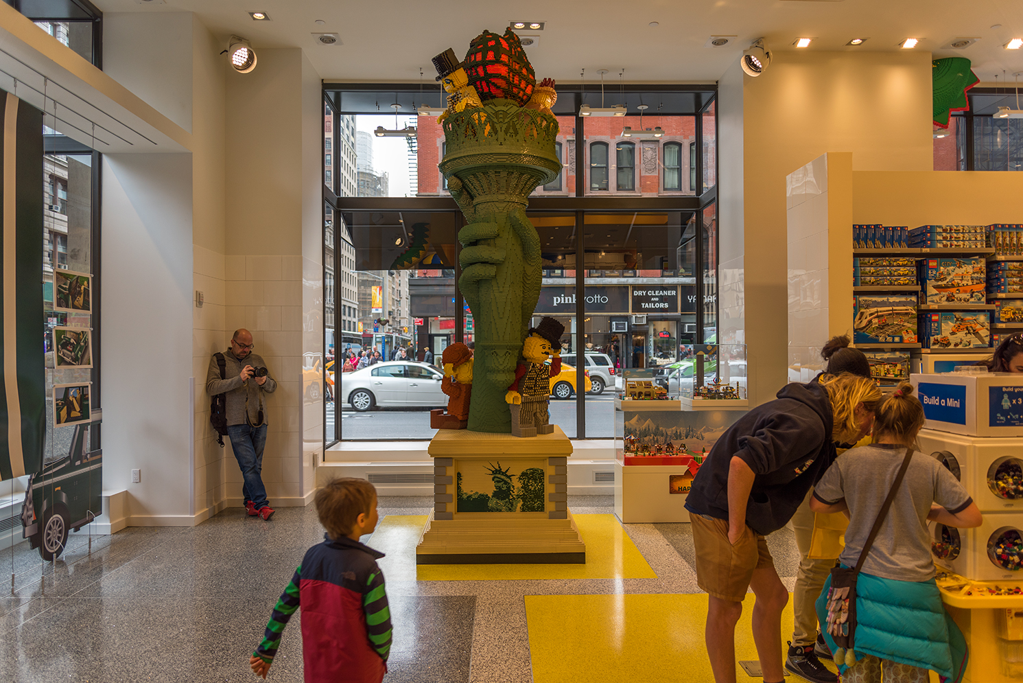 ROCK MAMA NYC LIFESTYLE BLOG - BRAND NEW LEGO STORE