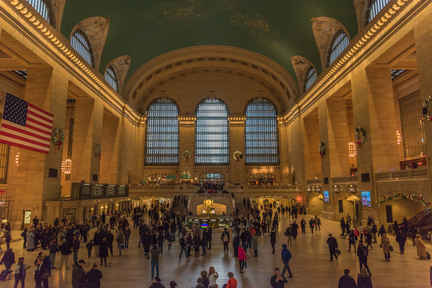 ROCK MAMA NYC LIFESTYLE BLOG - HOLIDAY TIME IN GRAND CENTRAL STATION