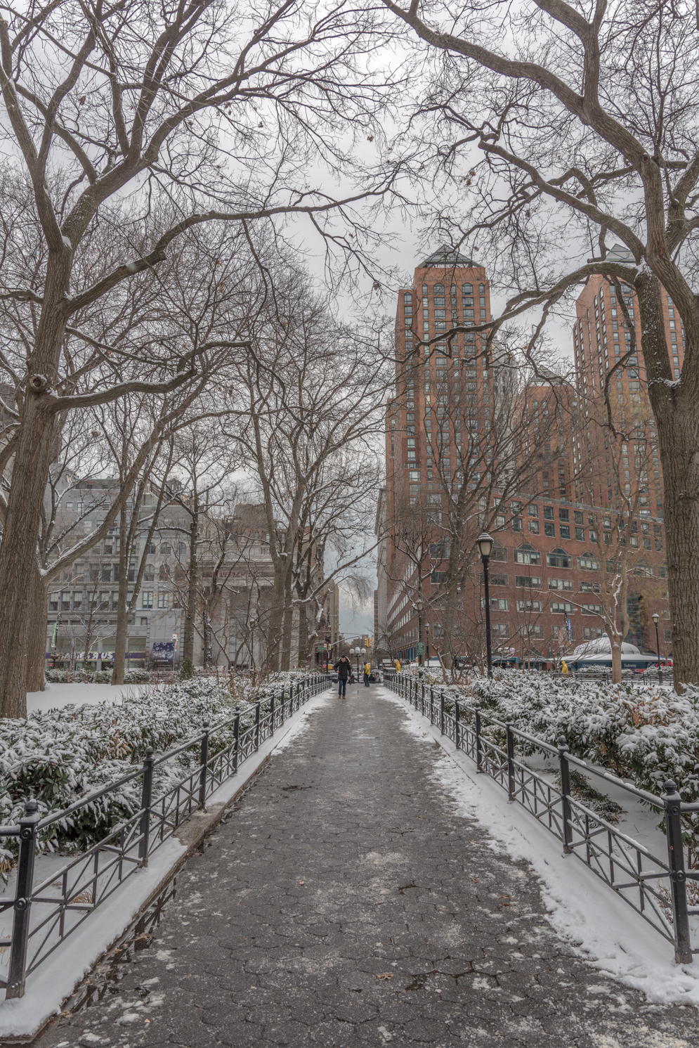 ROCK MAMA NYC LIFESTYLE BLOG - FIRST SNOW FALL OF 2015 AT UNION SQUARE PARK NEW YORK CITY