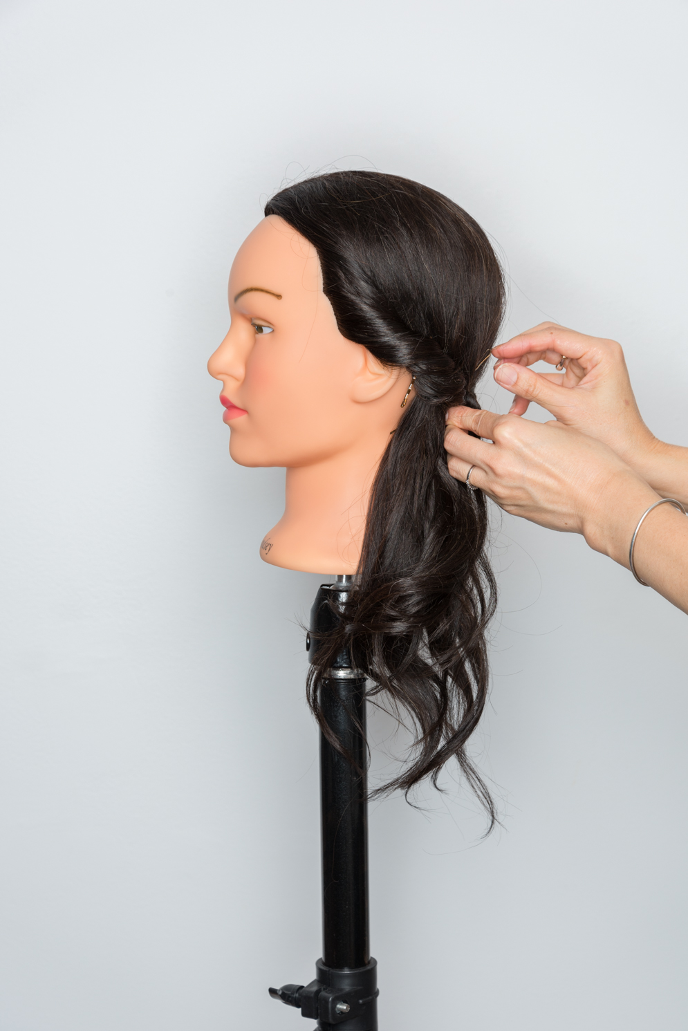 ROCK MAMA NYC LIFESTYLE BLOG - HOW TO MAKE SUPER EASY SIDE PONY TAIL