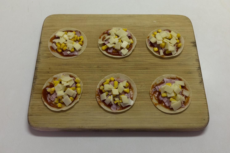 ROCK MAMA NYC LIFESTYLE BLOG - RECIPE - SUPER EASY GYOZA SKIN PIZZA