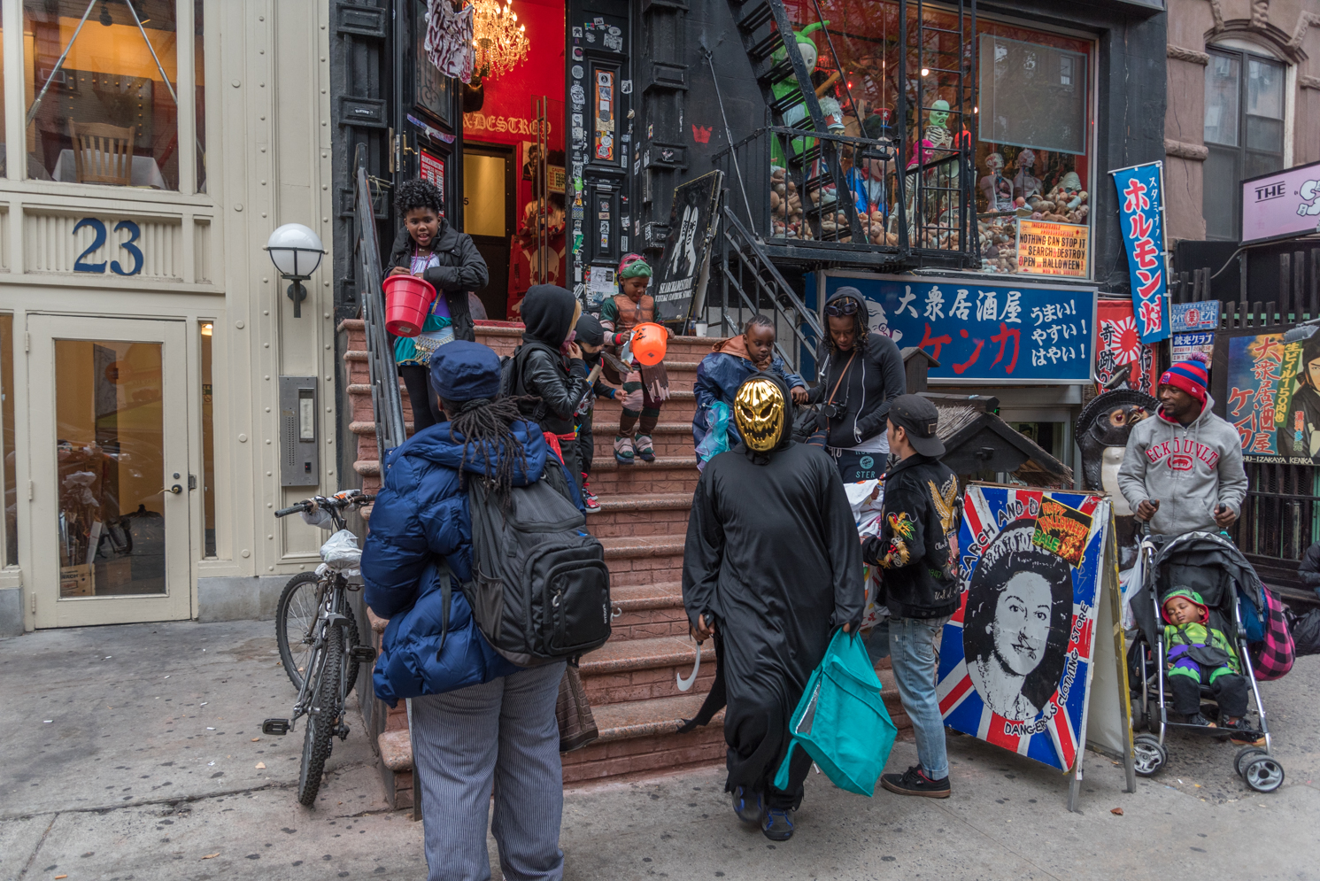 rock mama nyc lifestyle blog -Where To Trick Or Treat In NYC