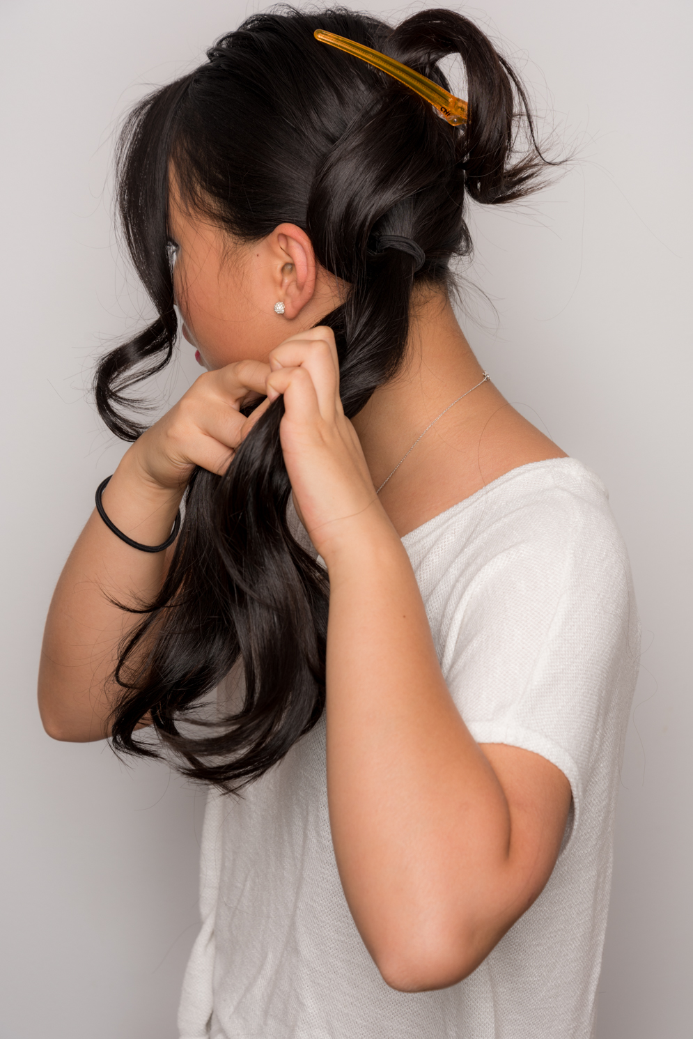 ROCK MAMA NYC LIFESTYLEBLOG-  HOW TO MAKE A EASY STYLISH SIDE BUN