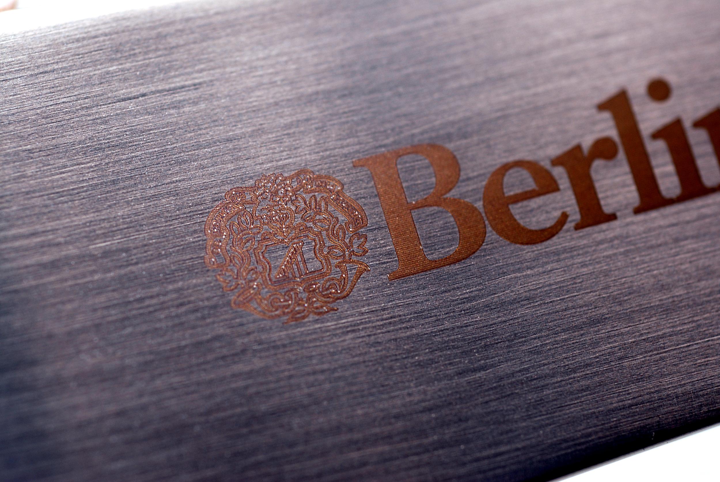 Lasergravering Berlingske close up