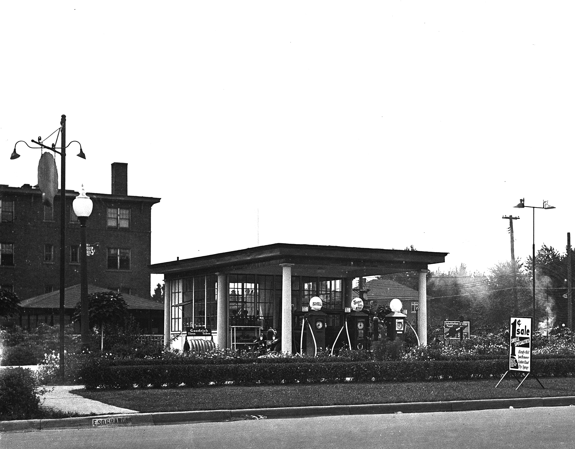 Shell station at 430 South Grand Ave. E., 1932. The clamshell atop the pumps is the company's signature piece of brand identity.