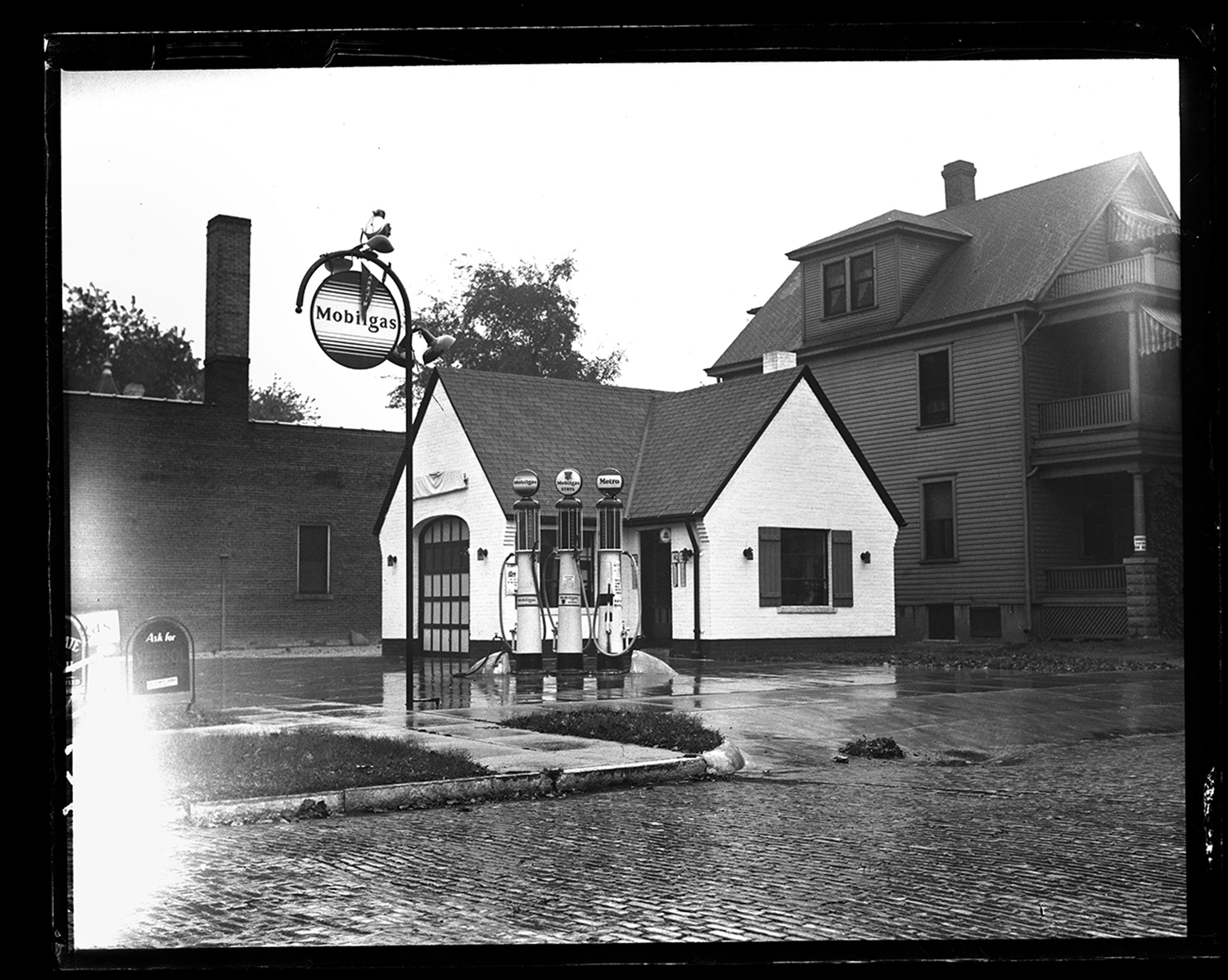 Mobilgas station, circa 1930, location unknown. File/The State Journal-Register