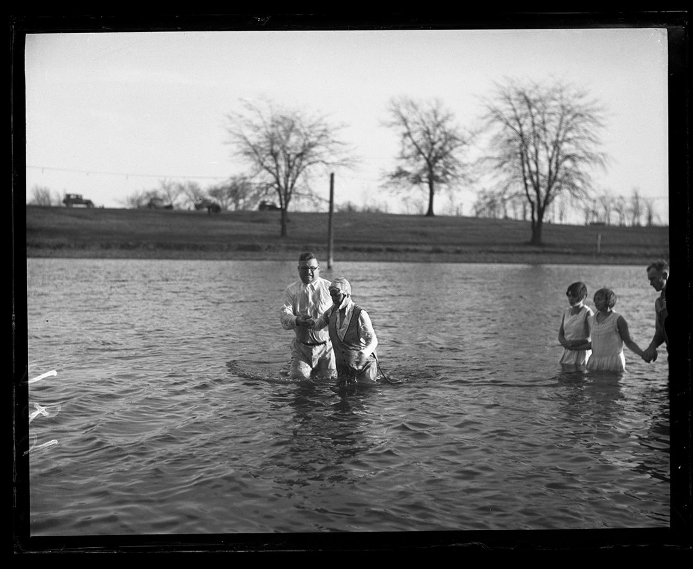 Baptism by Rev. Frosty Foster in Bunn Park pond, Nov. 24, 1930. File/The State Journal-Register