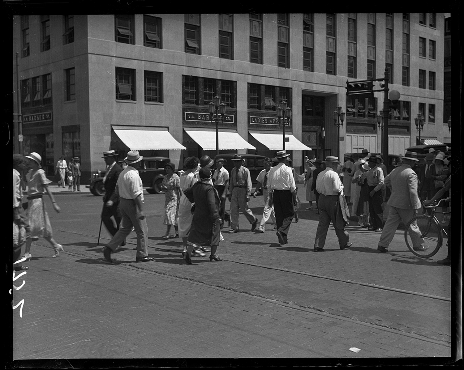 Pedestrians crossing Sixth Street at Adams Street, C.I.P.S. building and S.A.Barker's in background, Aug. 9, 1932. File/The State Journal-Register