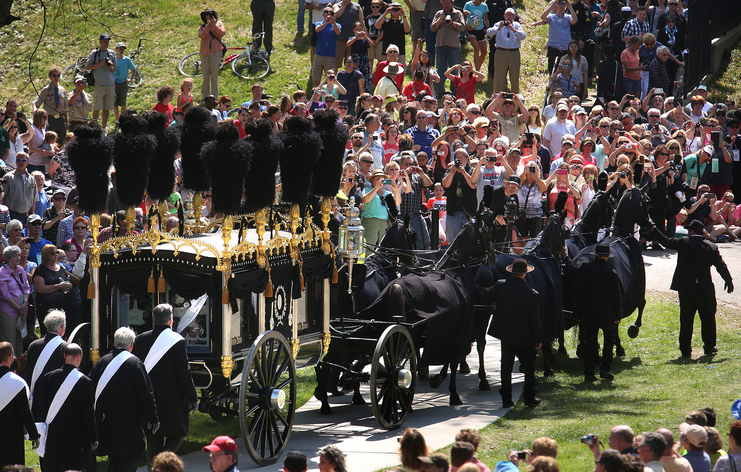 A large crowdof spectators watches as the hearse approaches the receiving vault in Oak Ridge Cemetery Sunday. David Spencer/The State Journal-Register