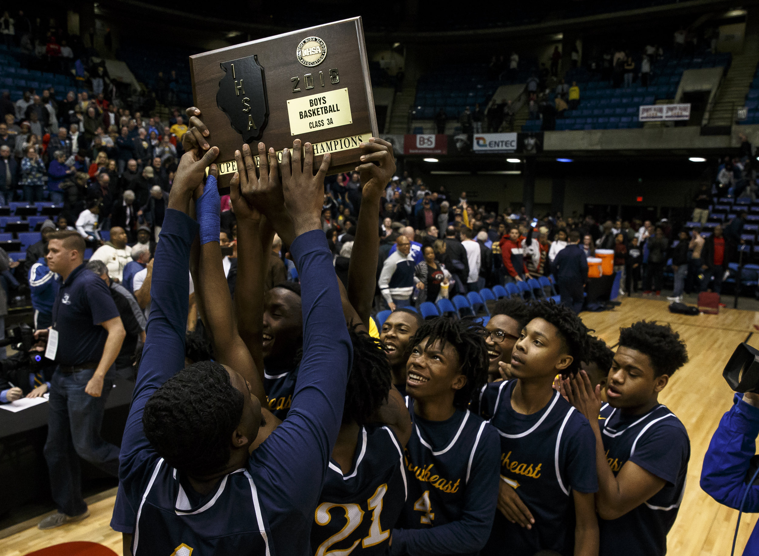 Southeast's Terrion Murdix (4) looks up at the championship plaque as he celebrates with his teammates  after their 56-51 victory over Marion in the Class 3A Springfield Supersectional at the Bank of Springfield Center, Tuesday, March 13, 2018, in Springfield, Ill. [Justin L. Fowler/The State Journal-Register]