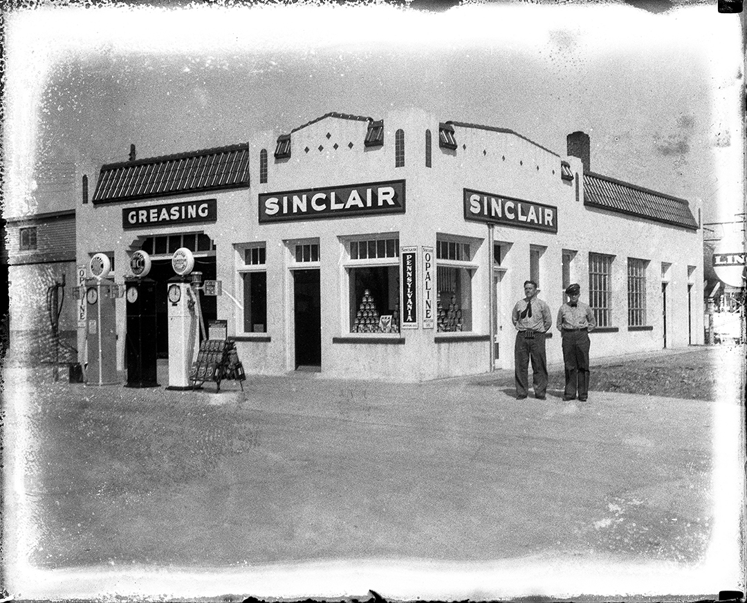 Sinclair service station, Ninth Street and South Grand Avenue. Illinois State Journal glass plate negative/Sangamon Valley Collection at Lincoln Library. All Rights Reserved, The State Journal-Register. C-98-251 VF 2007-237 Pub. ISJ April 21, 1934