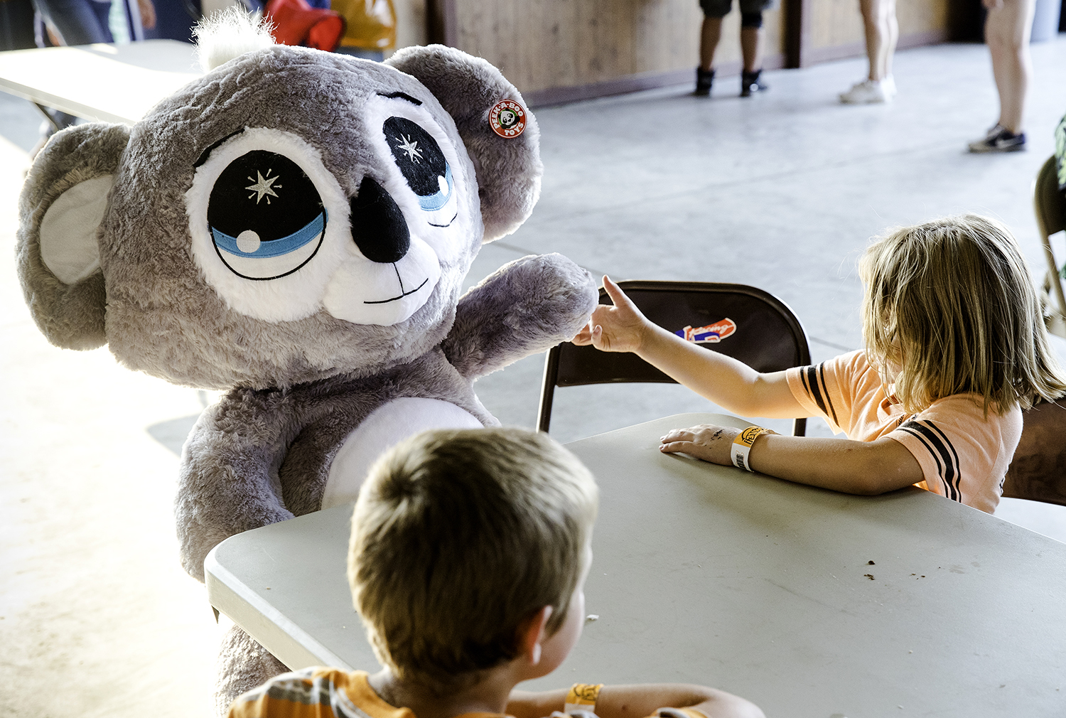 Cellie McFarland shakes hands with the giant stuffed koala bear her grandfather Bill McFarland won at the Illinois State Fair Monday, Aug. 13, 2018. [Ted Schurter/The State Journal-Register]