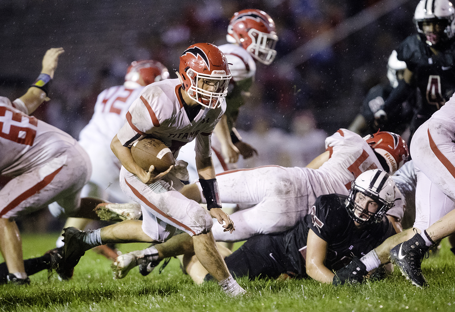 Glenwood's Luke Lehnen finds a hole as he rushes against Springfield at Memorial Stadium Friday, Sept. 7, 2018. [Ted Schurter/The State Journal-Register]