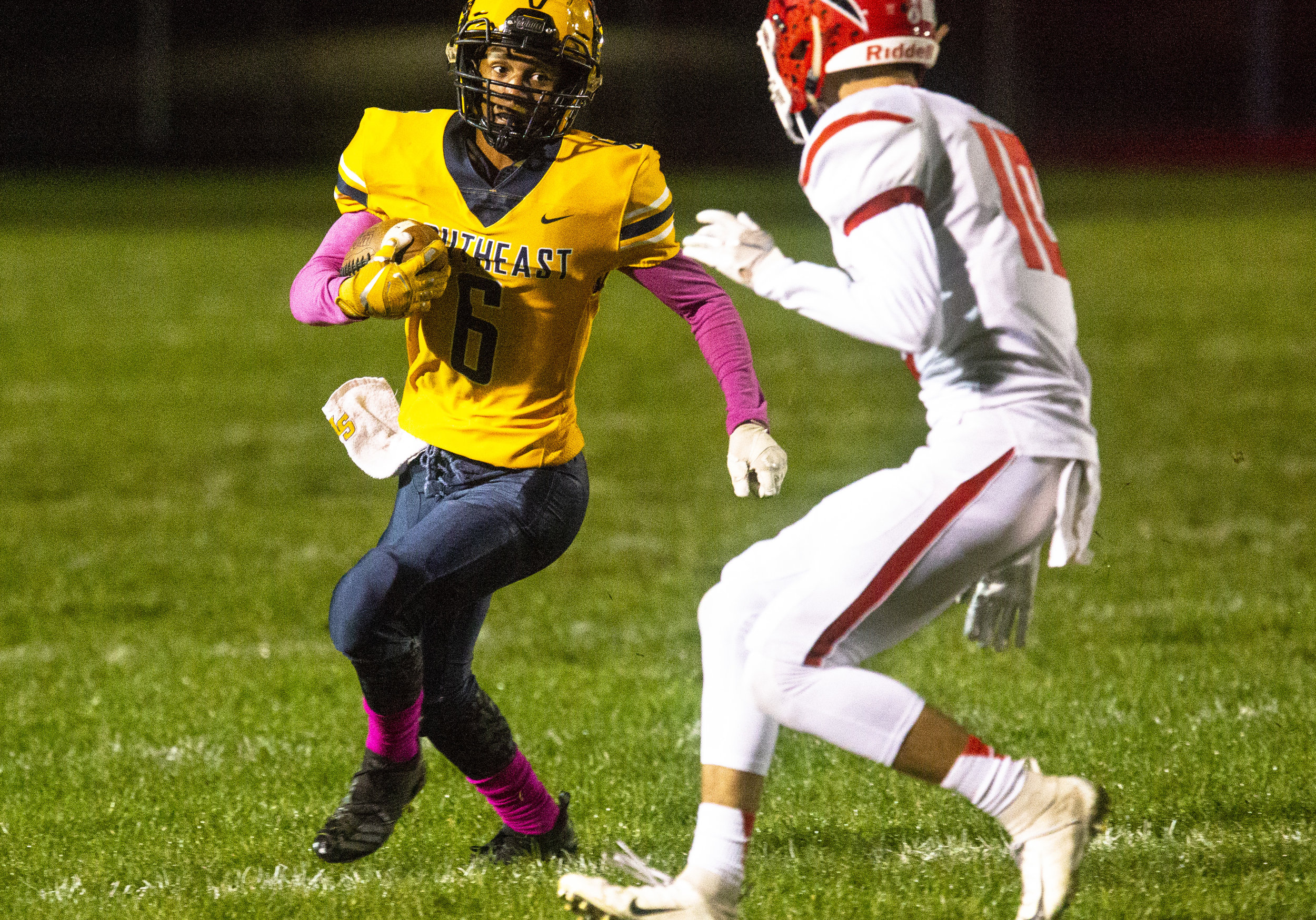 Southeast's Deon Fairlee faces Glenwood's Tyler Estes on Friday, Oct. 12, 2018 at Southeast High School's Spartan Field in Springfield, Ill. [Rich Saal/The State Journal-Register]