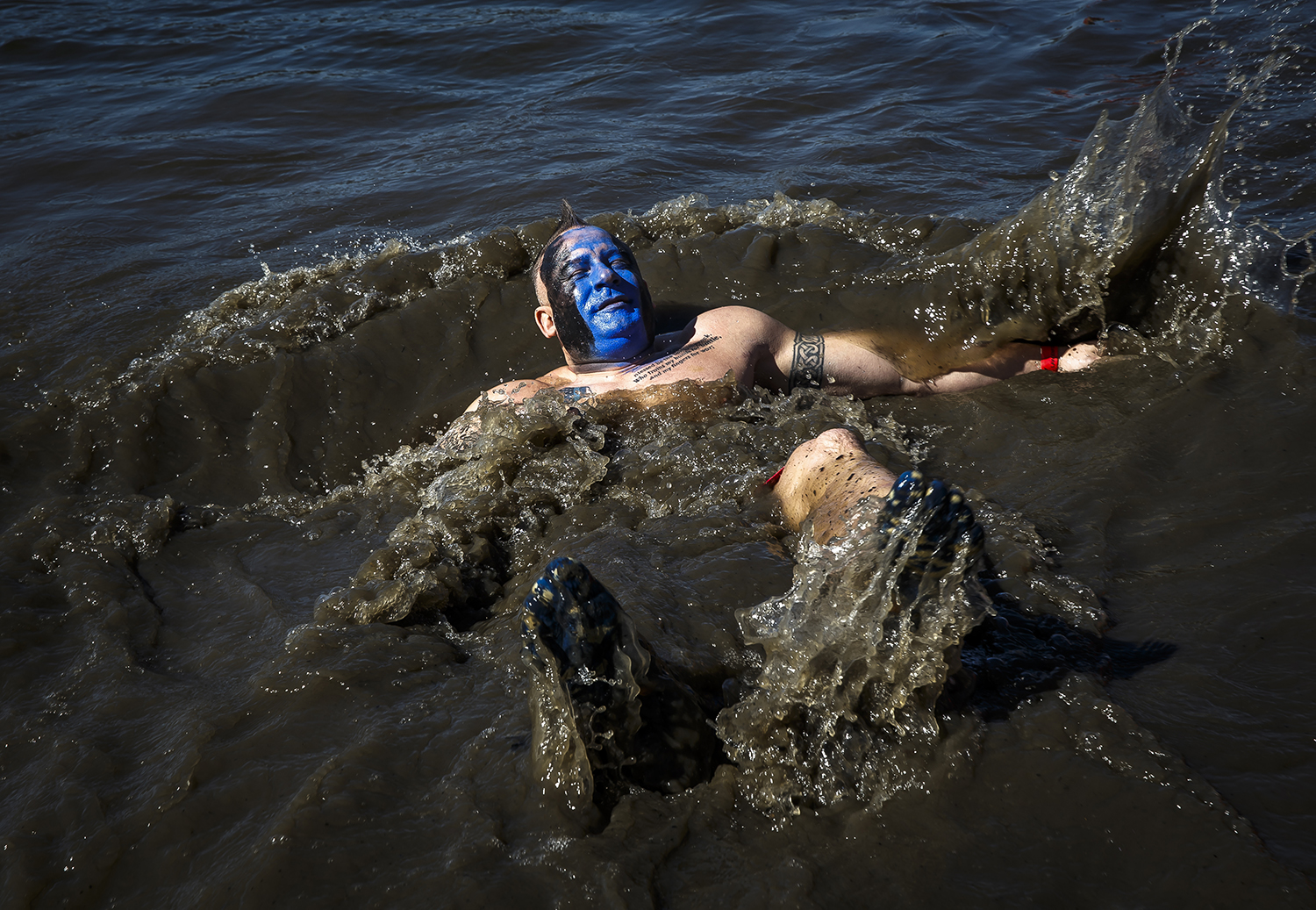 Shane Overby, with the Springfield Police Dept., takes a dip in the water during the 2018 Polar Plunge benefiting the Special Olympics Illinois on Lake Springfield at the Knights of Columbus Lake Club, Saturday, March 3, 2018, in Springfield, Ill. [Justin L. Fowler/The State Journal-Register]