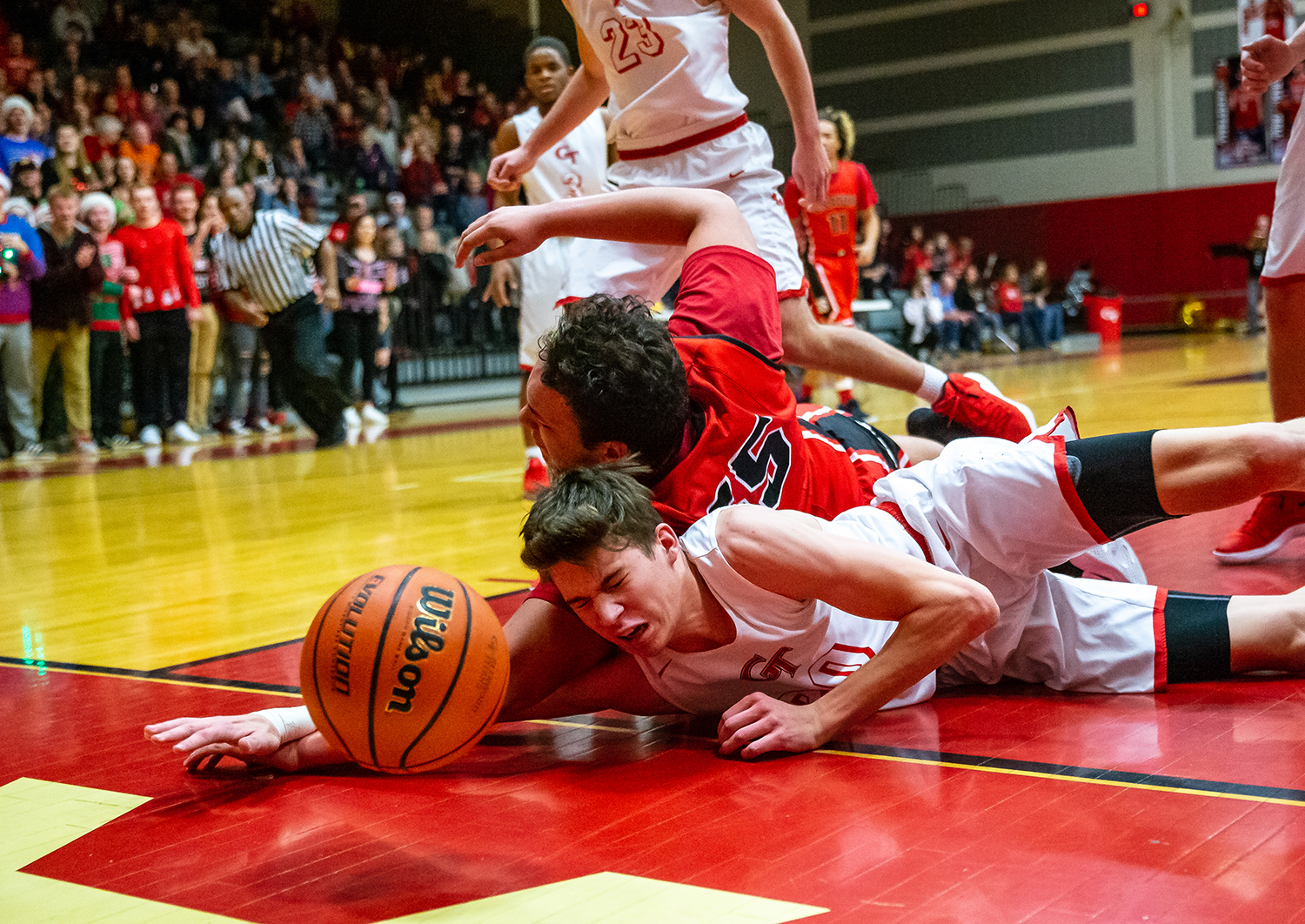 Glenwood's Bradyn Kilby (20) hits the court going after possession of the ball against Springfield's Nate Borders (55) in the first half at Glenwood High School, Friday, Dec. 14, 2018, in Chatham, Ill. [Justin L. Fowler/The State Journal-Register]